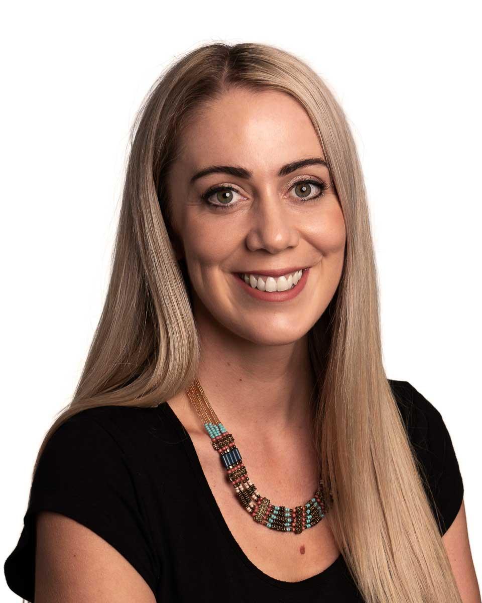 Corporate Headshot of Alicia